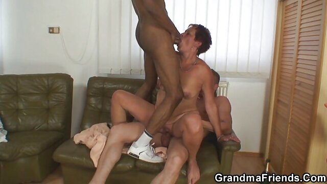 XXX sem registo  Masha com vagina Virgem fingindo clitóris video ao vivo porno até ao orgasmo