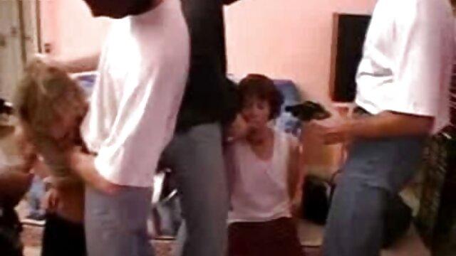 XXX sem registo  Uma Russa Madura vídeo pornô com viviane fernandes Chupa pilas jovens antes de Ejacular na boca.