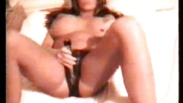 XXX sem registo  Nikita Von James fode um osso com tanta força que se vídeo ao vivo de pornô desmorona e uma rapariga normal