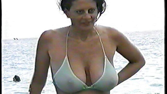 XXX sem registo  Dona de casa caseira vestida de alegria vídeo pornô ao vivo vídeo pornô ao vivo