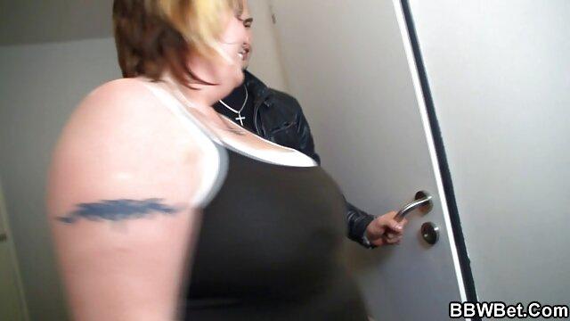XXX sem registo  No grupo 3: vídeo pornô ao vivo agora escrava bem treinada obedece a empregada
