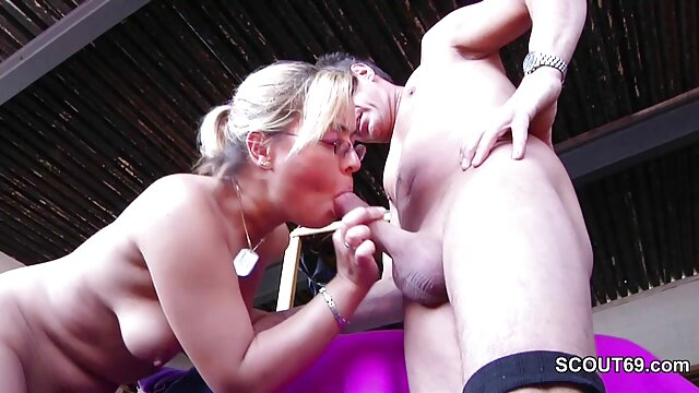XXX sem registo  A espiar uma jovem com o rabo apertado em calções de video chamada porn ganga no Rali.