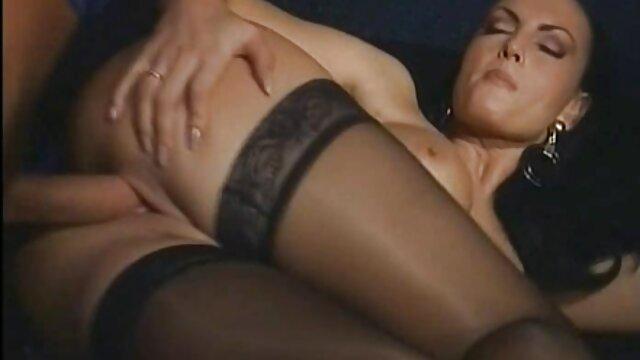 XXX sem registo  Amante fodida vidio de sex ao vivo por uma mulher desconhecida doggystyle e cumshot no seu quarto de hotel