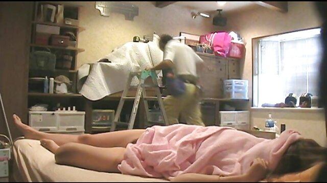 XXX sem registo  Nikki cavalheiresco a posar em meias, x video porno ao vivo chinelos de salto alto e fato de banho