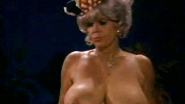 XXX sem registo  Marido videos porno webcam ao vivo e mulher nus dançando na frente da câmera em casa