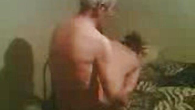 XXX sem registo  O velho professor fode com a porno brasileiro ao vivo estudante no professor
