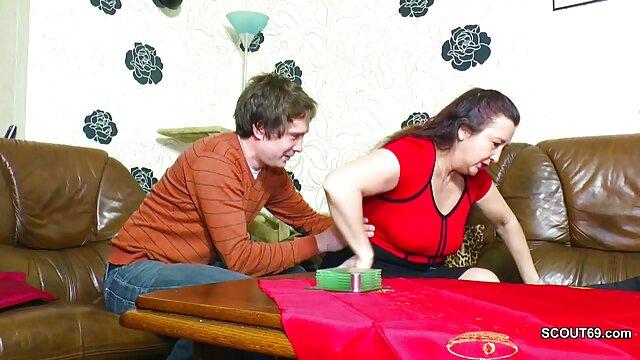XXX sem registo  A jovem loira pervertida é fodida no eu quero ver vídeo pornô ao vivo rabo num Ménage à trois com o Mike Adriano.