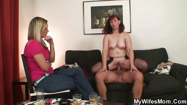 XXX sem registo  Peta Jensen numa pequena ficha anal anda com uma pila video pono ao vivo comprida no ponto de vista