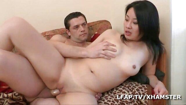 XXX sem registo  a governanta louca eu quero vídeo de pornô ao vivo fodia o chefe sénior francês a limpar o esperma.