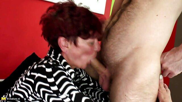 XXX sem registo  As Lésbicas experientes trancam buracos na cara nos eu quero ver pornô ao vivo seus doces e deliciosos pêssegos.