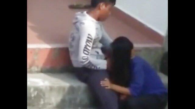 XXX sem registo  Sumarento vídeo de pornô brasileiro ao vivo na vagina de uma senhora em frente a uma câmara escondida.