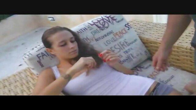 XXX sem registo  a velha gatinha quer vídeo de pornografia ao vivo foder enquanto engole esperma.