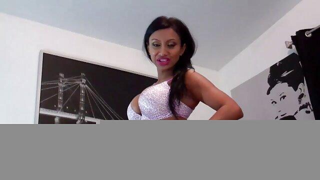 XXX sem registo  Uma velhota a vídeo de pornô sexo ao vivo dar prazer a um rapaz super-Boazona
