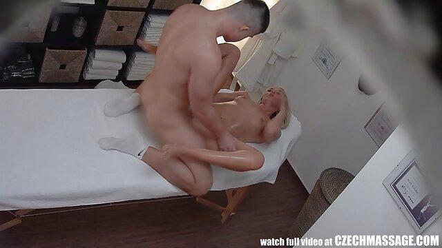 XXX sem registo  Kaylani Lei fuma, fode chamada de video porn e engole esperma.