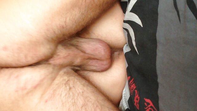 XXX sem registo  Cona vídeo de pornô sexo ao vivo lambida e alongada com o rabo grande da mãe amiga