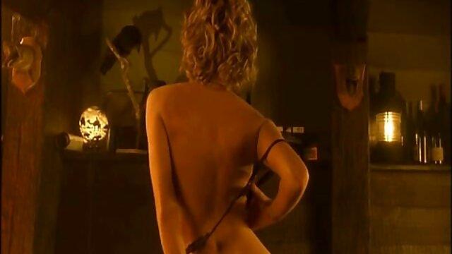XXX sem registo  Olha Debaixo da saia branca video chamada porn da mãe à frente dos olhos do filho.