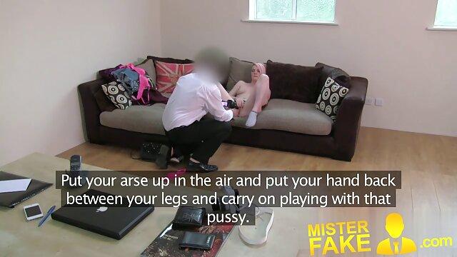 XXX sem registo  Orgia de pornô ao vivo vídeo escritório com assistente de busty em meias luxuosas