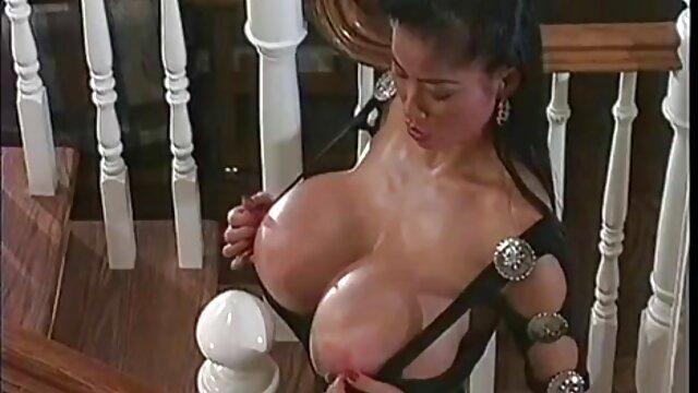 XXX sem registo  Ebony de Peter fode estudantes de video sexo ao vivo Moscou MGTU na sauna