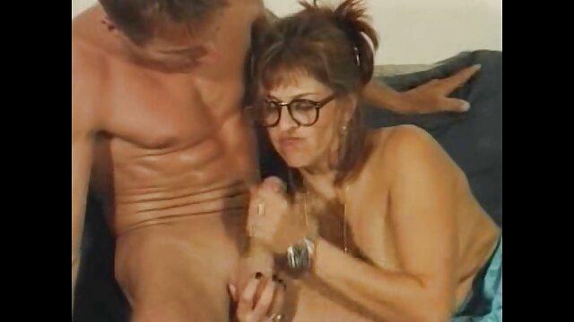 XXX sem registo  A Velha Katherine aprende um novo vídeo vídeo de pornô ao vivo método de yoga sexy com o seu jovem guru.