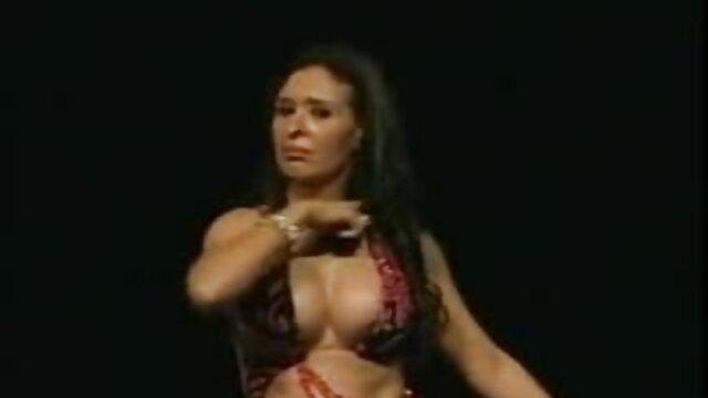 XXX sem registo  uma velha professora com as vídeo ao vivo de pornô suas belas mamas naturais, Milana Witchs.
