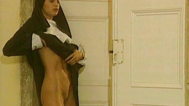 XXX sem registo  Encontro apaixonado de Casal russo na mesa da video de pono ao vivo cozinha
