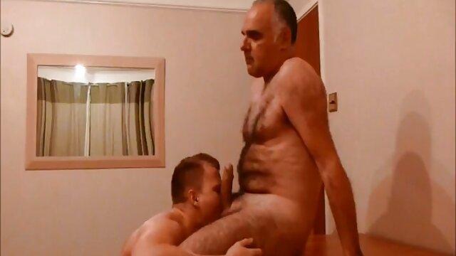 XXX sem registo  Latina com Mamas grandes pornohub ao vivo fodidas numa posição invulgar