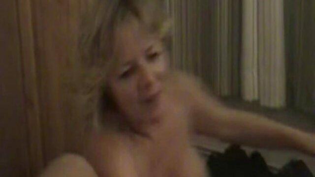XXX sem registo  Oleada vídeo pornô vivo e rata comidas por uma brasa grávida