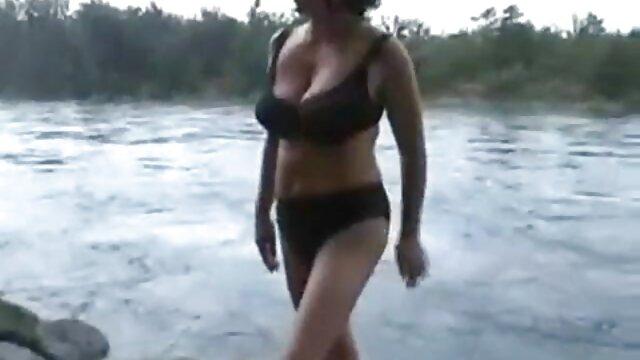 XXX sem registo  Lésbica Madura masturba-se com o brinquedo porno caseiro ao vivo da namorada