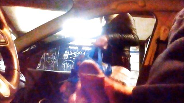 XXX sem registo  Os recém-casados do Krasnodar filmaram a noite vídeo pornô ao vivo online de núpcias para pornografia caseira.