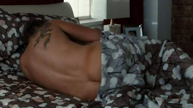 XXX sem registo  Chulo a fazer sexo vidios pornô ao vivo com uma puta negra