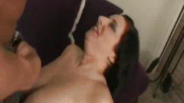 XXX sem registo  A modelo em bela lingerie e Meias poses a video sex ao vivo sonhar com uma pila dura.