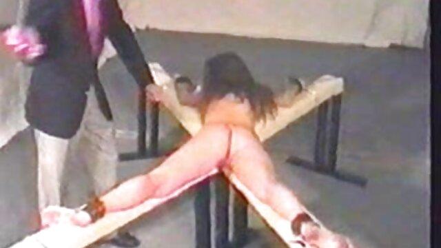 XXX sem registo  Trabalho lésbico da sexo ao vivo pornodoido mãe asiática no escritório
