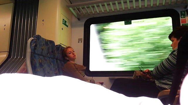 XXX sem registo  Jocelyn chamada de video porn Kelly chupa a sua pila preta tão bem que a maçaneta se tornou leitosa.