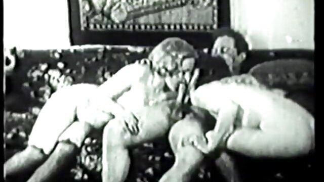 XXX sem registo  Muçulmano pagou muito dinheiro chamada de video porn Árabe para chupar sua grande pila