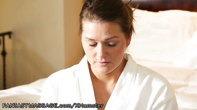 XXX sem registo  Mãe nua vídeo pornô online ao vivo com rabo gordo na casa de banho enquanto o filho dela espreita