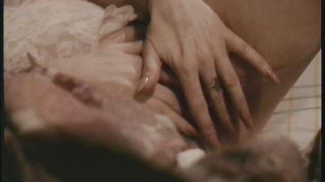 XXX sem registo  Apaixonadamente beijei Bella Bells no rabo grande em videos pornograficos ao vivo petróleo