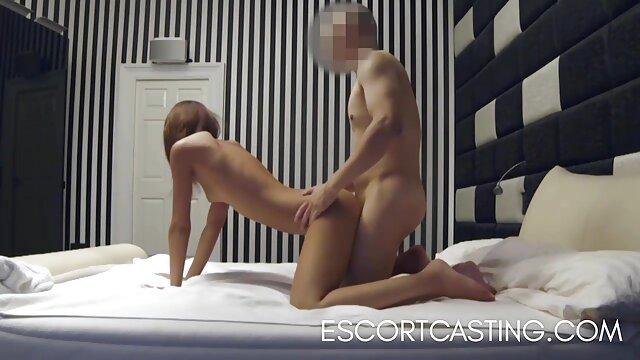 XXX sem registo  Senhora com Rata peluda fode fervorosamente ver vídeo pornô ao vivo Ébano na cozinha
