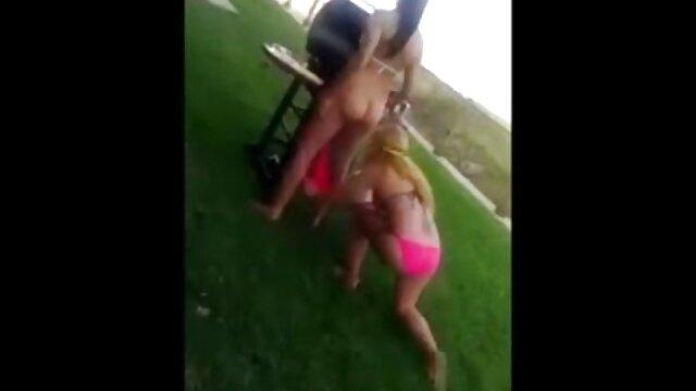 XXX sem registo  Nina eu quero vídeo pornô ao vivo Elle suga, acaricia e fode um buraco enorme