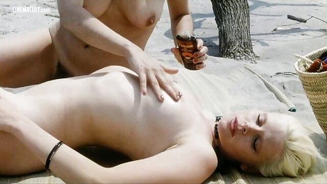 XXX sem registo  Ano Novo de Gangbang com eu quero ver vídeo de pornô ao vivo modelos pornôs com trajes de Pai Natal ajudantes