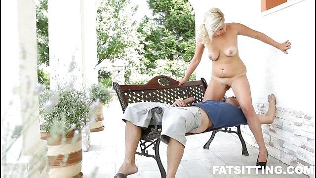 XXX sem registo  Nikolet supah-Masturbação na casa de banho quente video ao vivo porno
