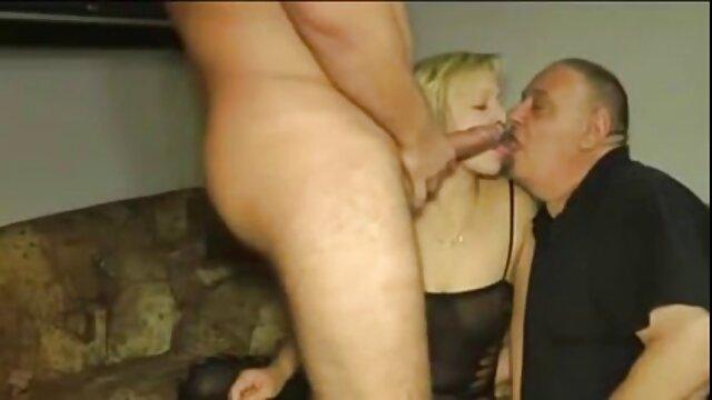 XXX sem registo  A Directora em ascensão tem uma loira na sexo ao vivo pornodoido vagina.