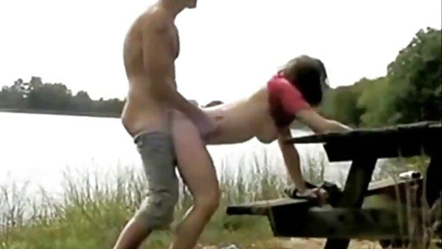 XXX sem registo  O velho passa um dia chuvoso com o adolescente ver video de sexo ao vivo Húngaro