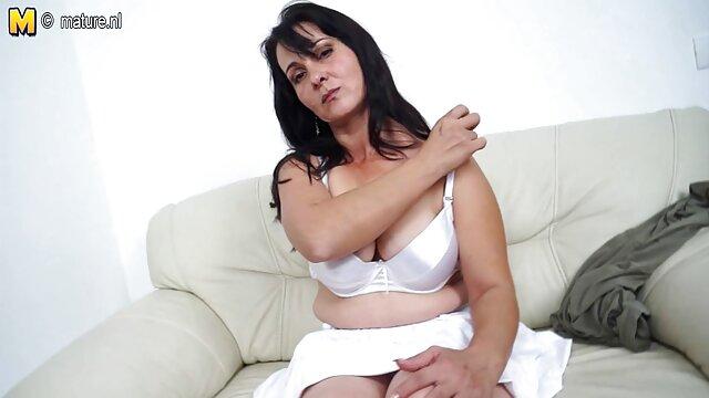 XXX sem registo  Empregada eu quero vídeo de pornô ao vivo paga em meias e uniforme para sexo anal em preservativo
