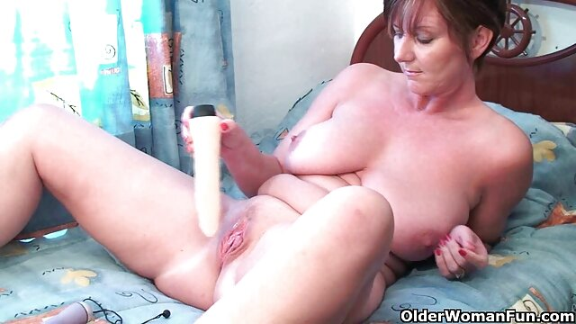 XXX sem registo  A vídeo de pornografia ao vivo madrasta Loura seduz e fode enteado