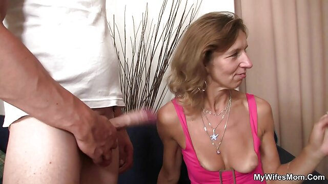 XXX sem registo  O fotógrafo pornô ao vivo vídeo fode um modelo pornográfico Suculento no hotel depois da sessão erótica.
