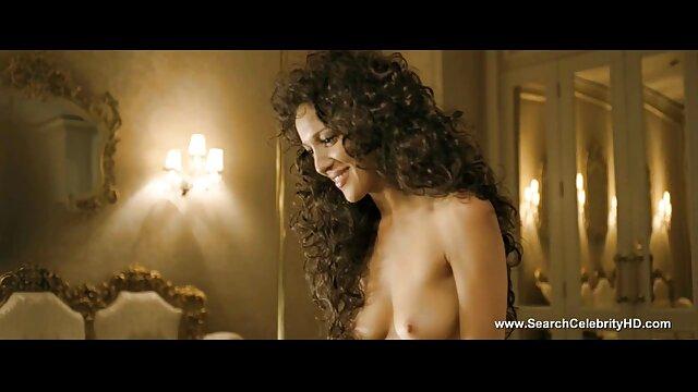 XXX sem registo  A Megan Rain fode o rabo Isiah Maxwell num vídeo vídeo de pornô ao vivo banco de bar