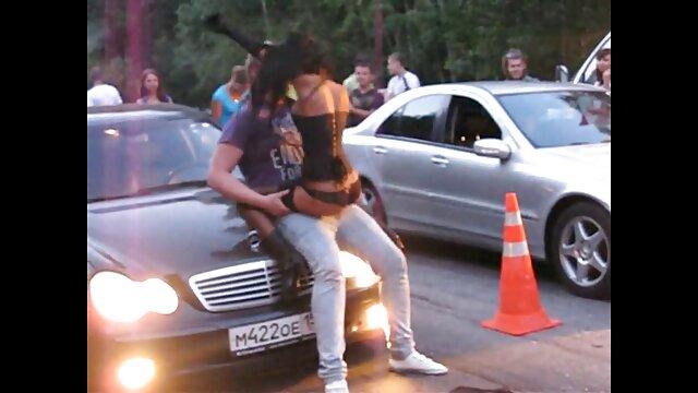 XXX sem registo  Katerina foi dar uma corrida para mostrar os seus melões quentes eu quero vídeo de pornô ao vivo