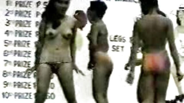 XXX sem registo  Mãe madura sexóloga trouxe a filha para o quero ver vídeo de pornô ao vivo orgasmo