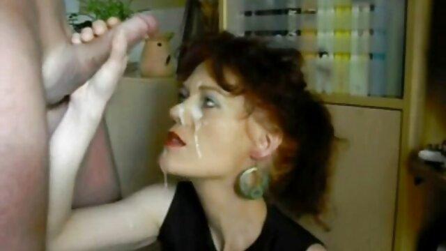 XXX sem registo  Morena nua de vídeo de pornô grátis ao vivo saltos altos a posar na cadeira