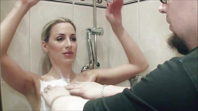 XXX sem registo  O grande galo do Níger vídeo de pornô de sexo ao vivo mete-se na rata de um fã Cor-De-Rosa